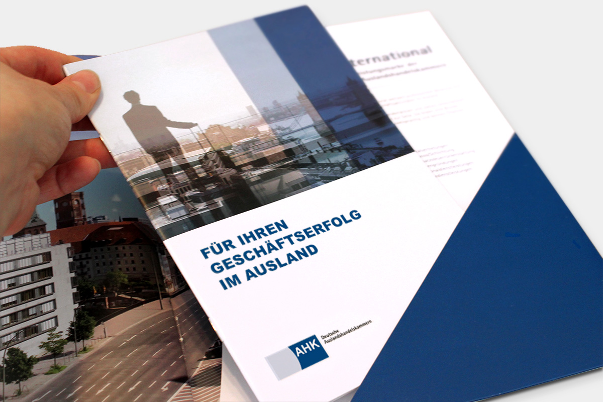 dihk-publications-brochure-pocket